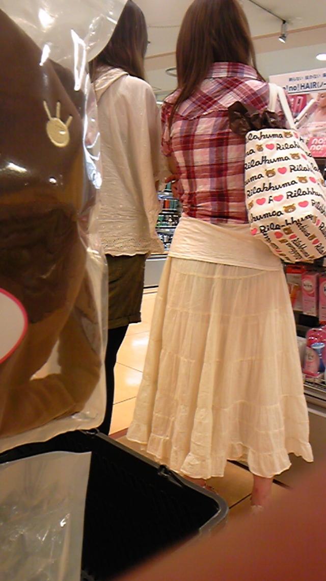【透け下着エロ画像】見えなさそうで透けているwパンチラの手間いらずな透け下着素人www 05