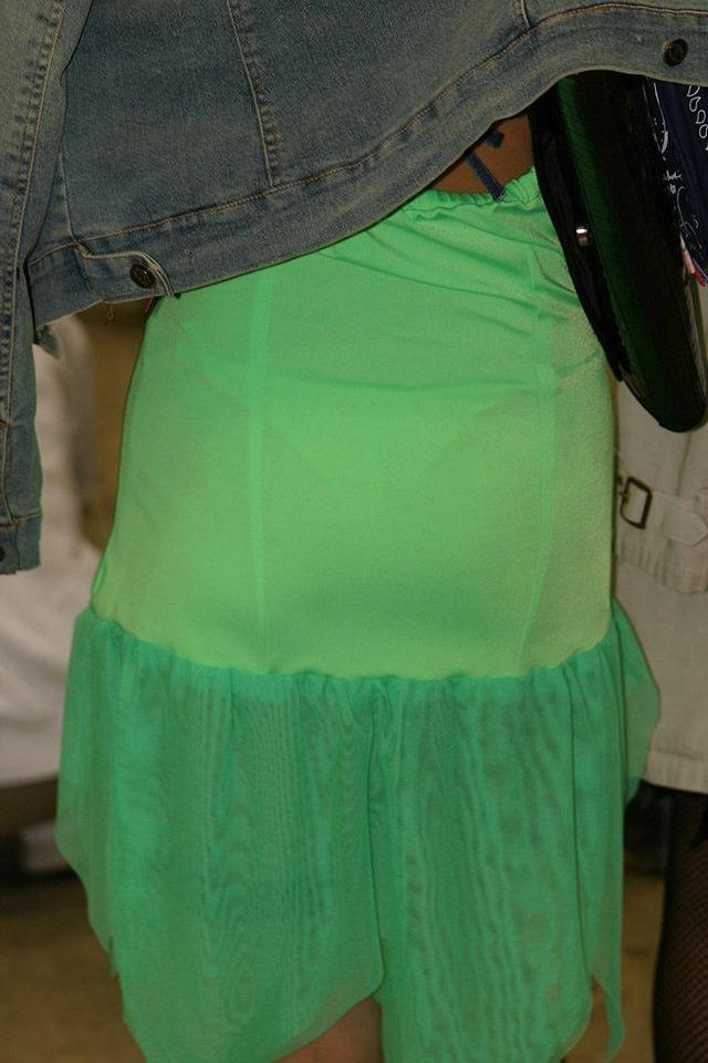 【透け下着エロ画像】見えなさそうで透けているwパンチラの手間いらずな透け下着素人www 06