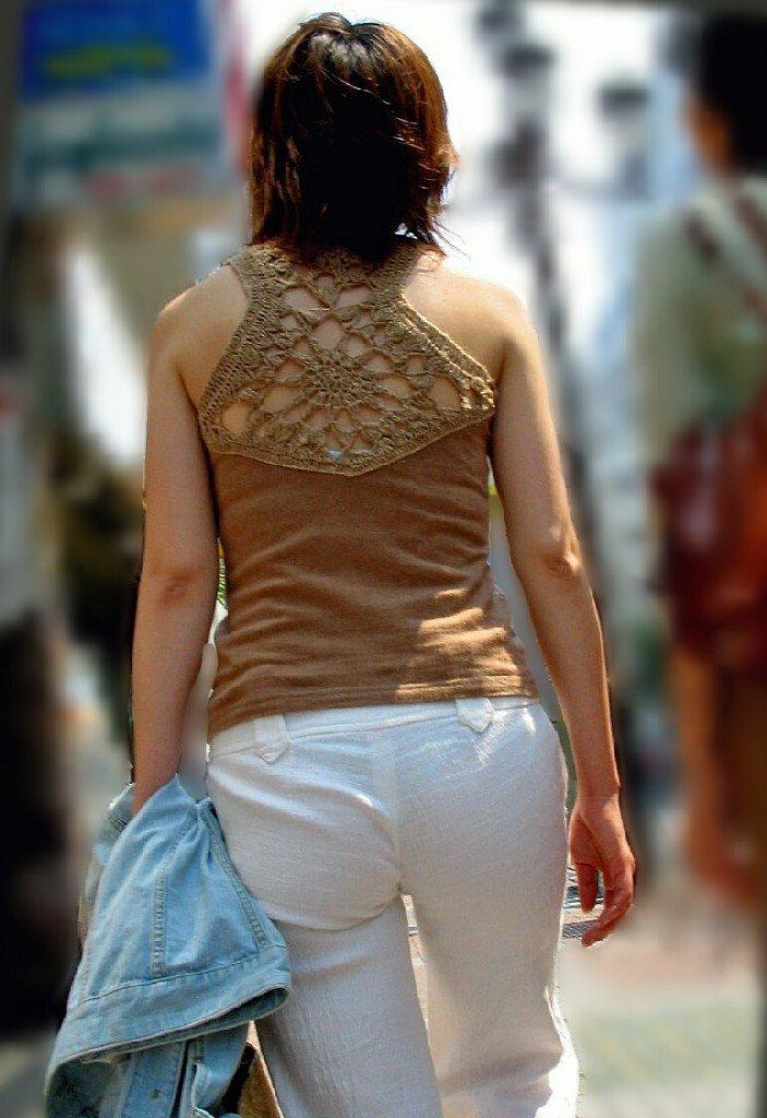 【透け下着エロ画像】見えなさそうで透けているwパンチラの手間いらずな透け下着素人www 19