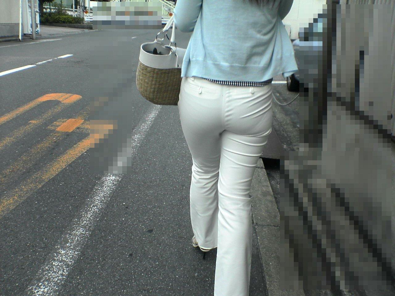 【透け下着エロ画像】見えなさそうで透けているwパンチラの手間いらずな透け下着素人www 29