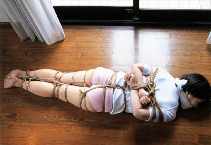 【SMエロ画像】M女の忍耐タイムw苦しいけど落ち着くらしい緊縛状態www 05