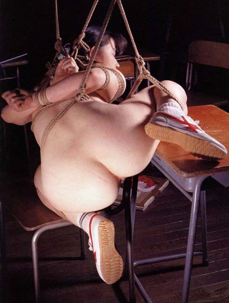 【SMエロ画像】M女の忍耐タイムw苦しいけど落ち着くらしい緊縛状態www 17