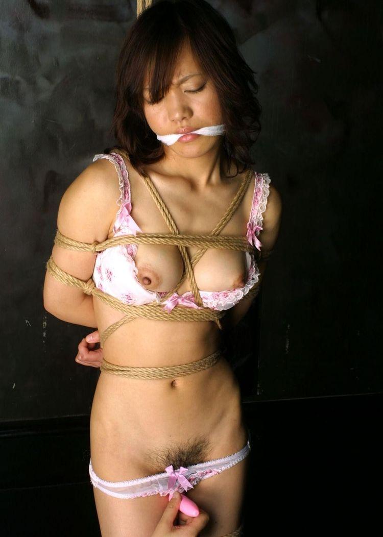 【SMエロ画像】M女の忍耐タイムw苦しいけど落ち着くらしい緊縛状態www 18