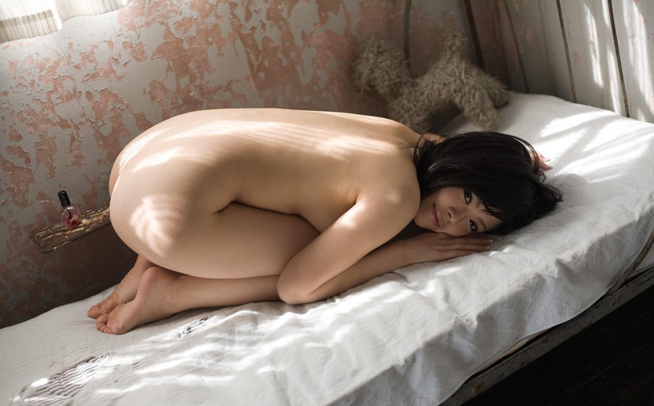 【背中フェチエロ画像】窪んだ中心舐めてみる?そそる裸の美女の後ろ姿www 06