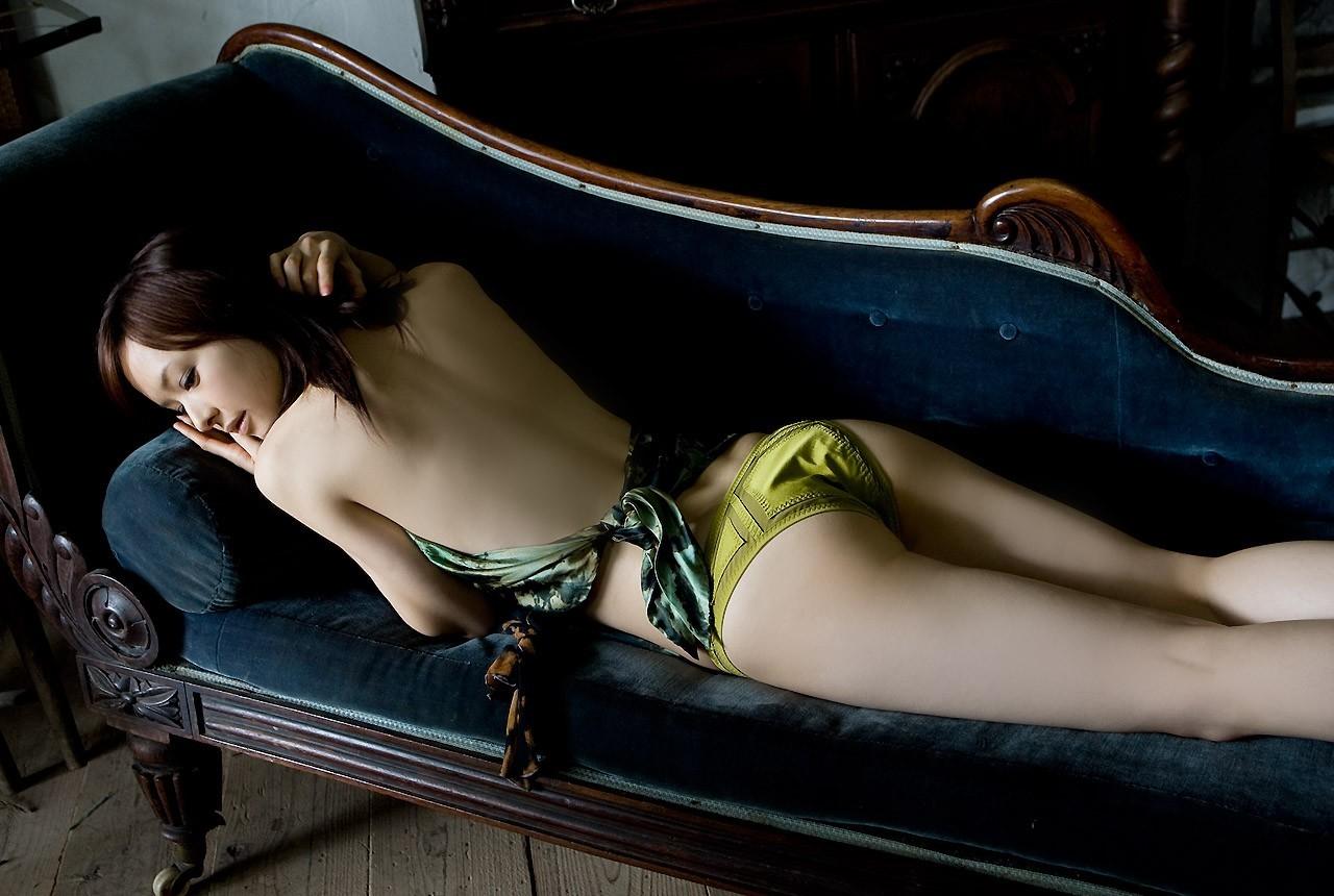 【背中フェチエロ画像】窪んだ中心舐めてみる?そそる裸の美女の後ろ姿www 21