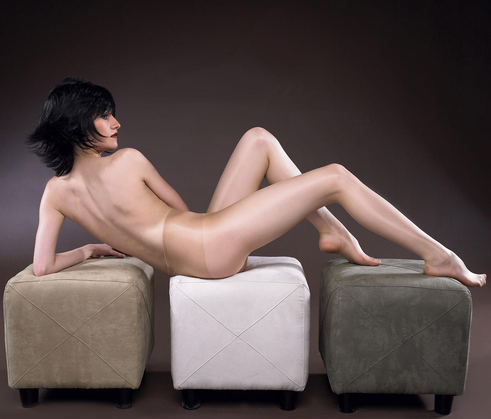 【背中フェチエロ画像】窪んだ中心舐めてみる?そそる裸の美女の後ろ姿www 22