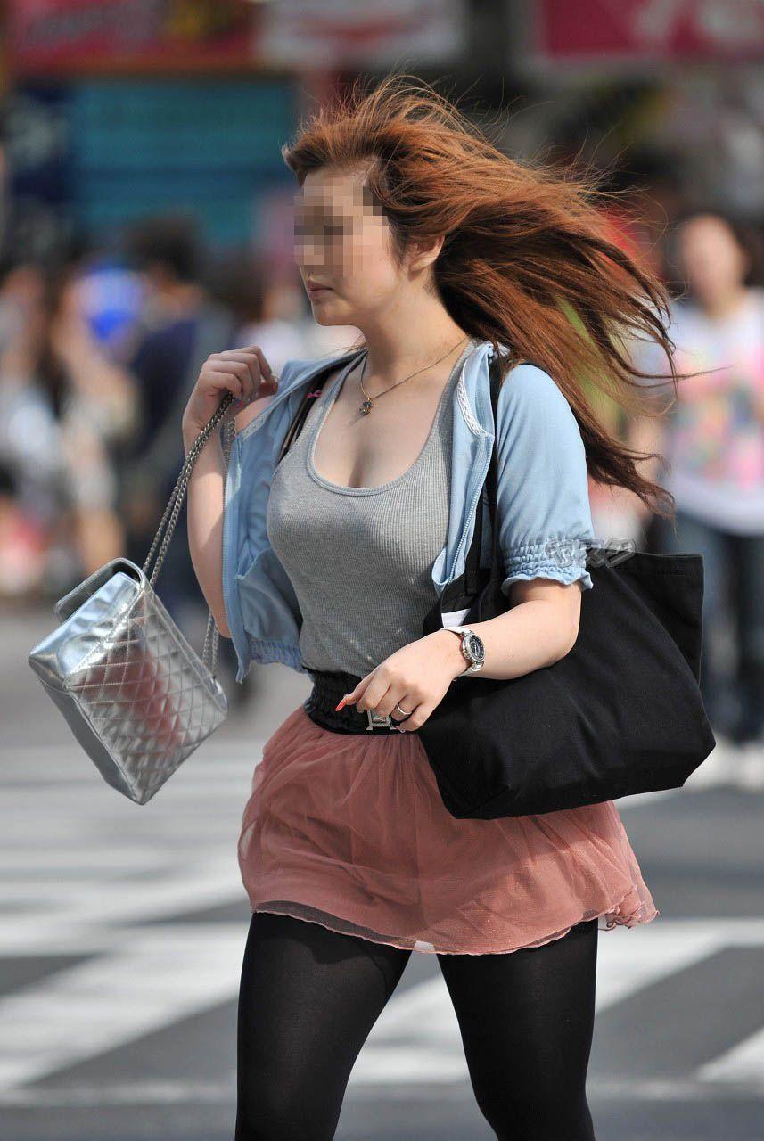 【巨乳エロ画像】全国平均Aとか嘘でしょw着衣巨乳だらけな街角観察www 21