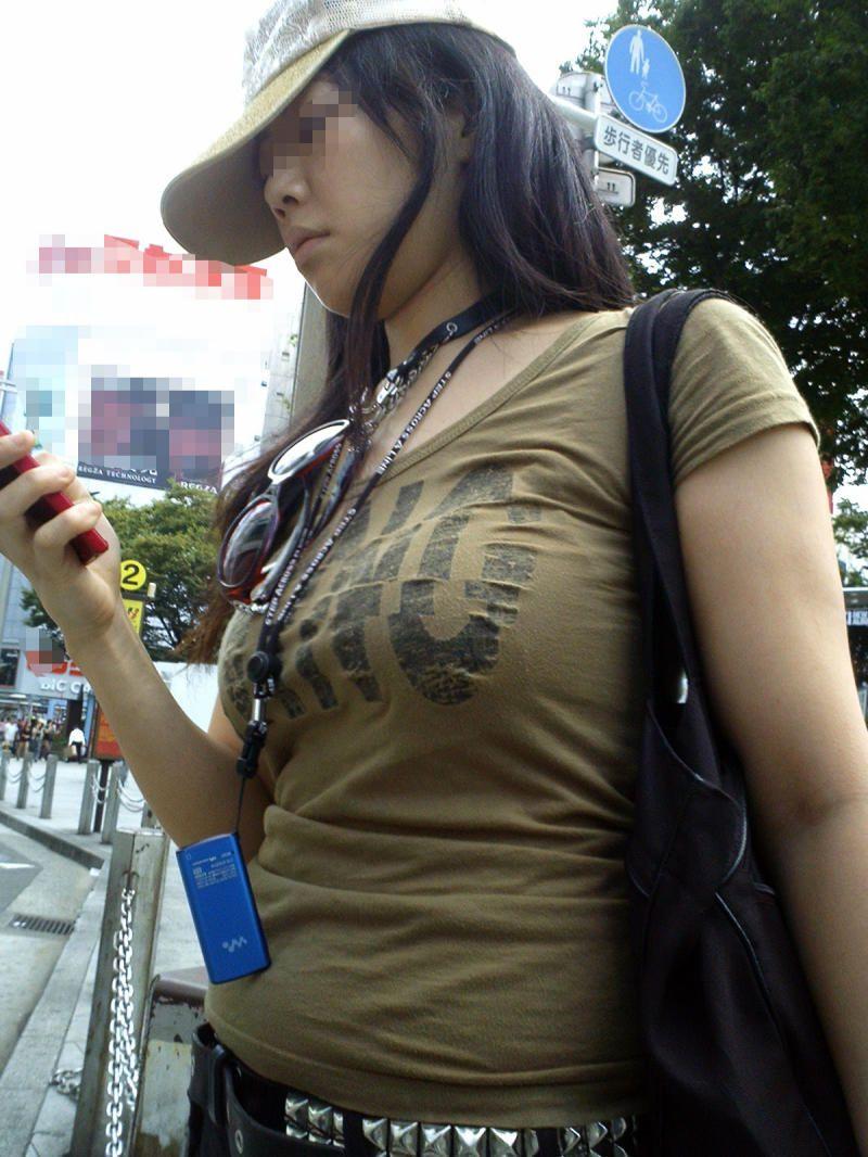 【巨乳エロ画像】全国平均Aとか嘘でしょw着衣巨乳だらけな街角観察www 24