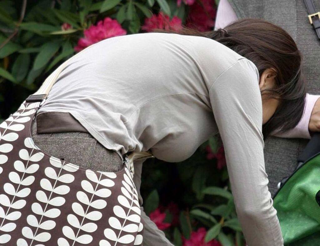 【巨乳エロ画像】全国平均Aとか嘘でしょw着衣巨乳だらけな街角観察www 26