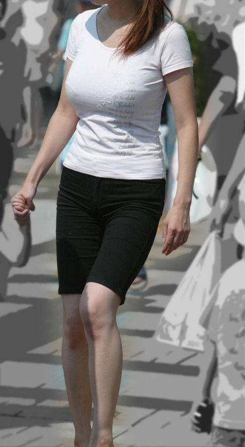 【巨乳エロ画像】全国平均Aとか嘘でしょw着衣巨乳だらけな街角観察www 27
