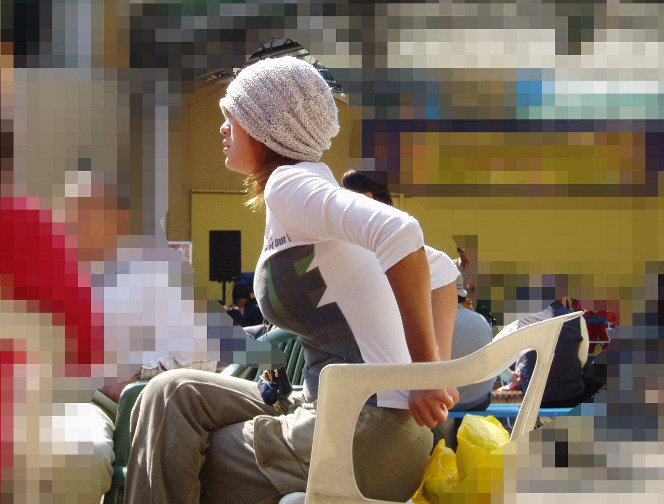 【巨乳エロ画像】全国平均Aとか嘘でしょw着衣巨乳だらけな街角観察www 28