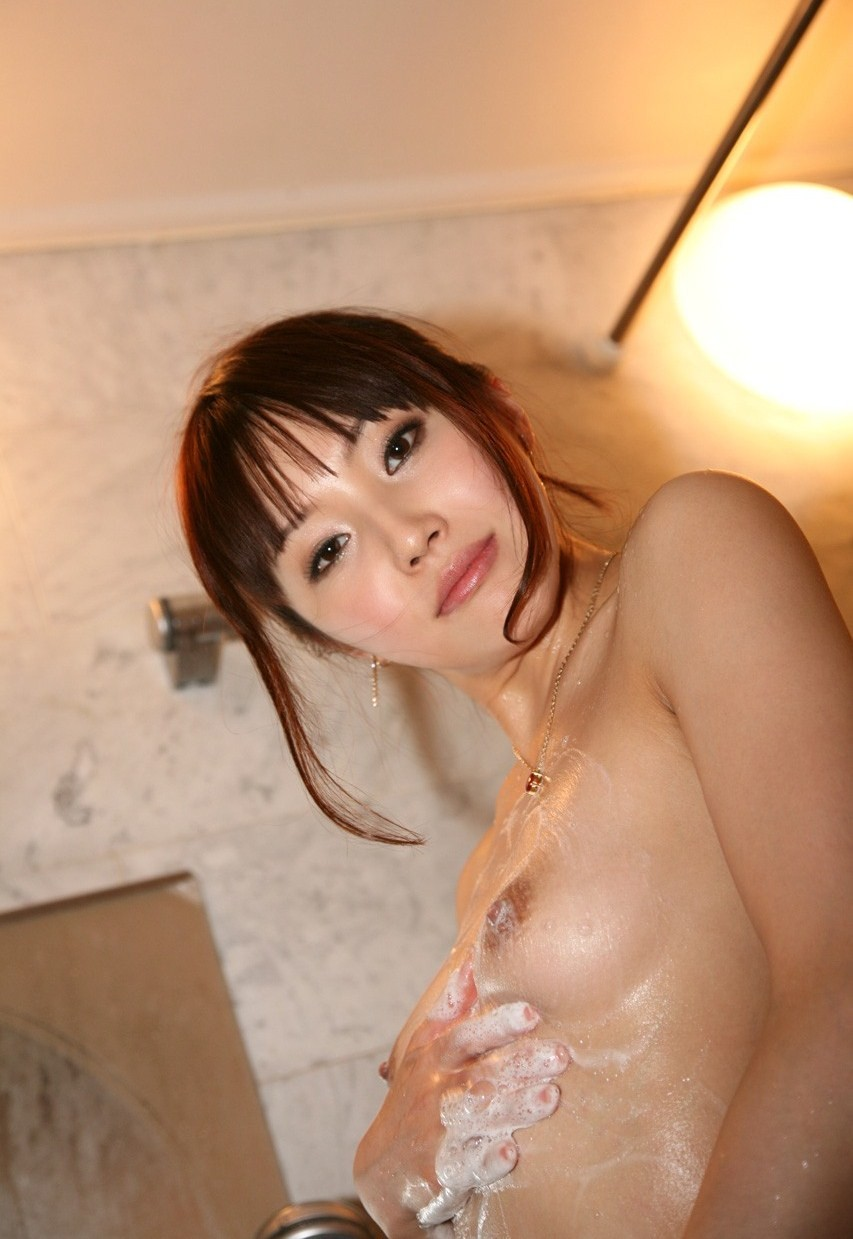 【入浴エロ画像】身を清め中なのを乱してやりたい泡まみれのムッチリ女体www 09