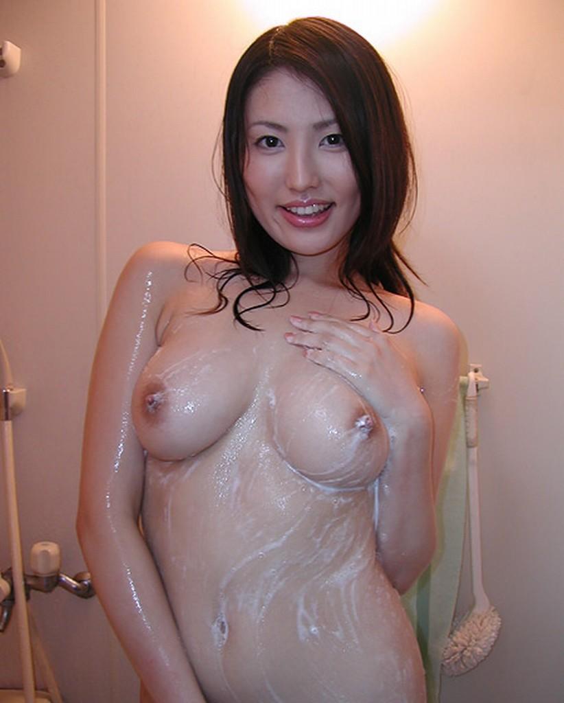 【入浴エロ画像】身を清め中なのを乱してやりたい泡まみれのムッチリ女体www 13