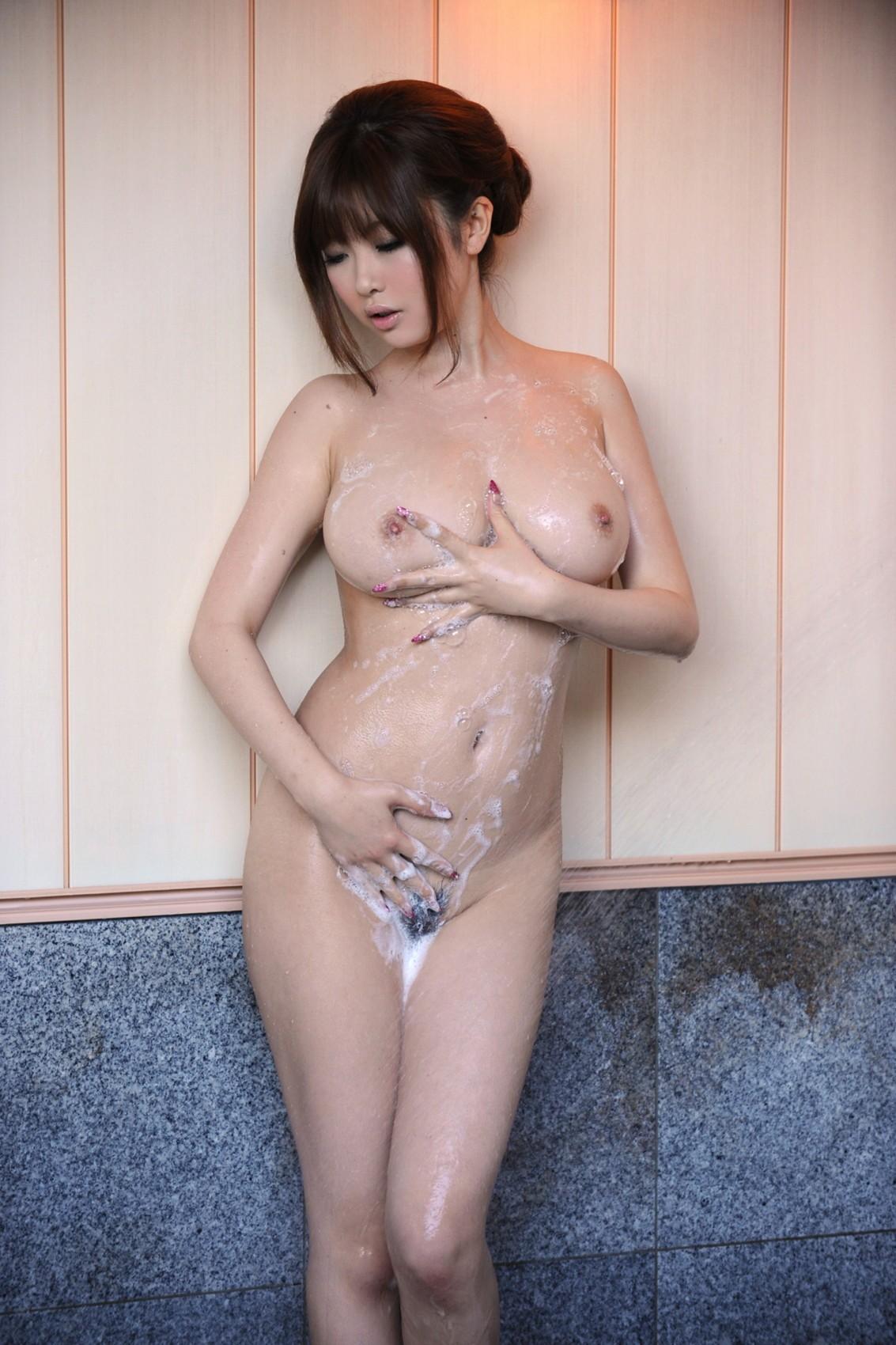 【入浴エロ画像】身を清め中なのを乱してやりたい泡まみれのムッチリ女体www 14
