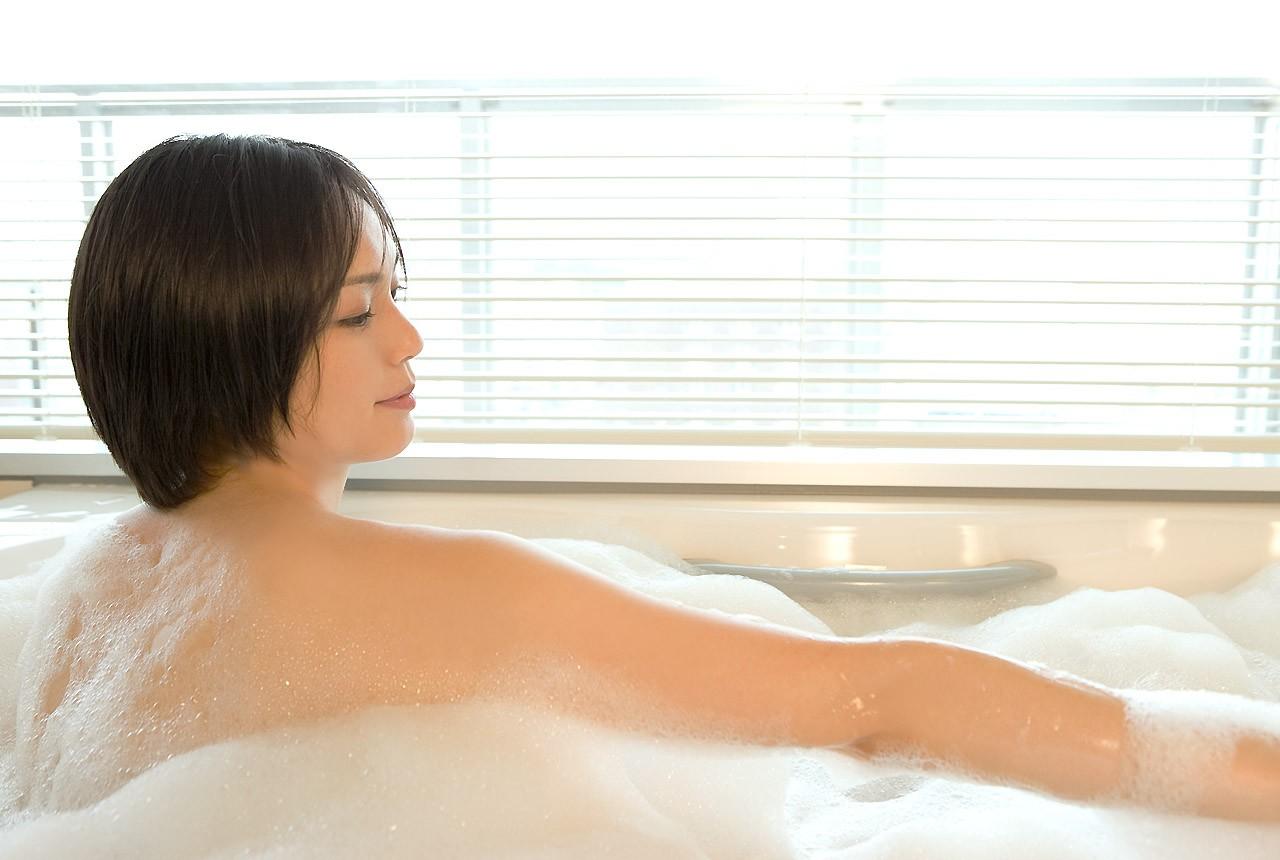 【入浴エロ画像】身を清め中なのを乱してやりたい泡まみれのムッチリ女体www 26