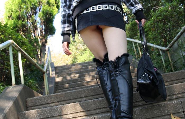 【美脚エロ画像】寒くても生脚の大人はいる!ブーツで絶対領域作った皆さんwww 001