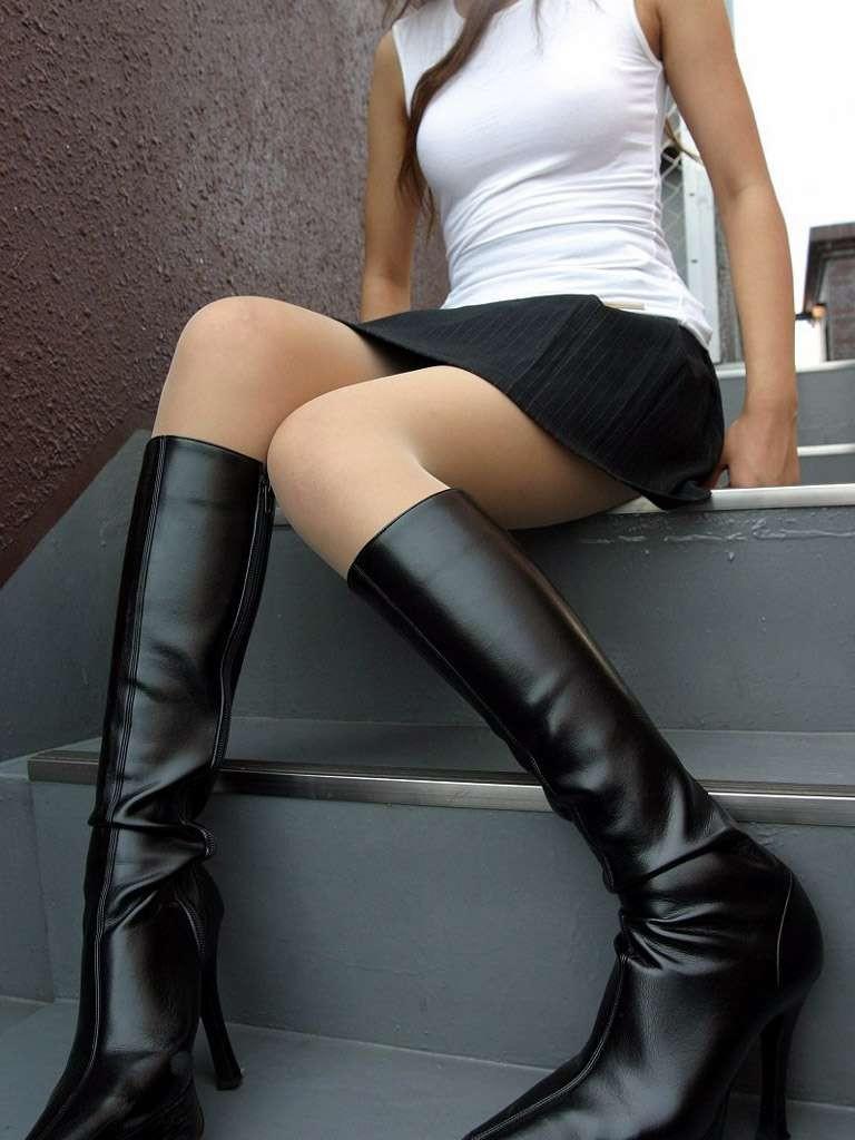 【美脚エロ画像】寒くても生脚の大人はいる!ブーツで絶対領域作った皆さんwww 04