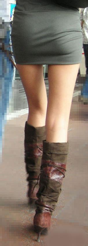 【美脚エロ画像】寒くても生脚の大人はいる!ブーツで絶対領域作った皆さんwww 05