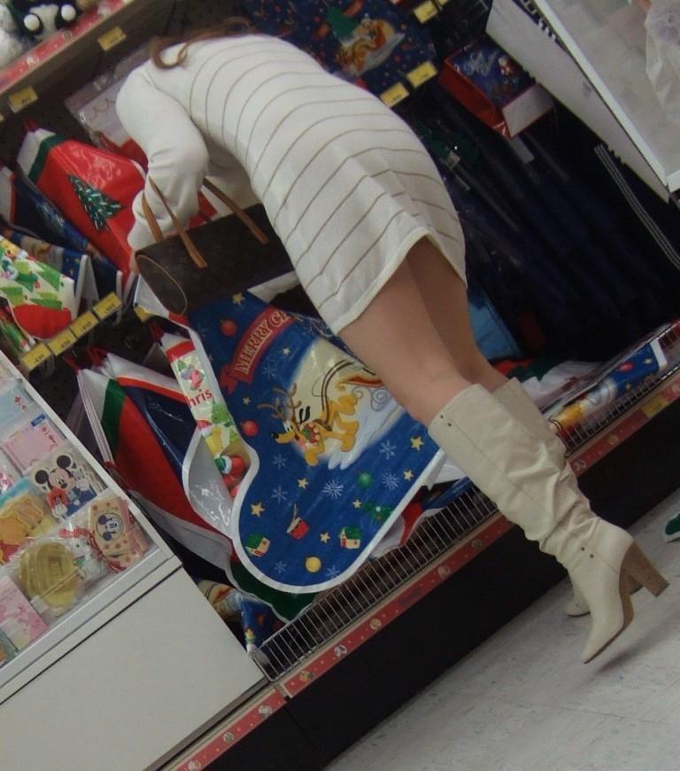 【美脚エロ画像】寒くても生脚の大人はいる!ブーツで絶対領域作った皆さんwww 09