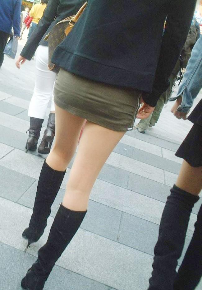 【美脚エロ画像】寒くても生脚の大人はいる!ブーツで絶対領域作った皆さんwww 14
