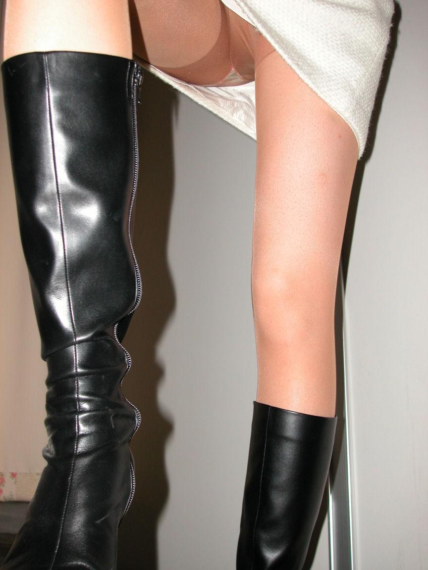 【美脚エロ画像】寒くても生脚の大人はいる!ブーツで絶対領域作った皆さんwww 15