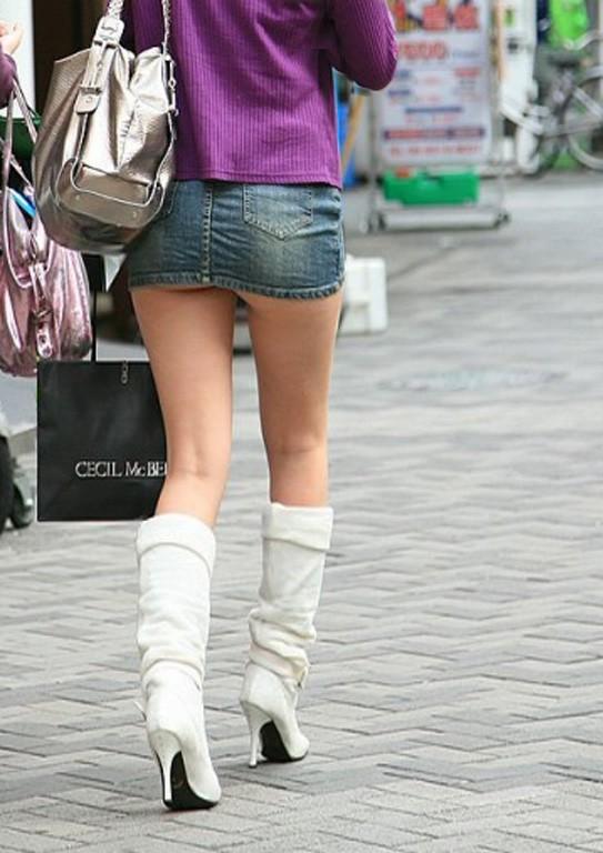 【美脚エロ画像】寒くても生脚の大人はいる!ブーツで絶対領域作った皆さんwww 25