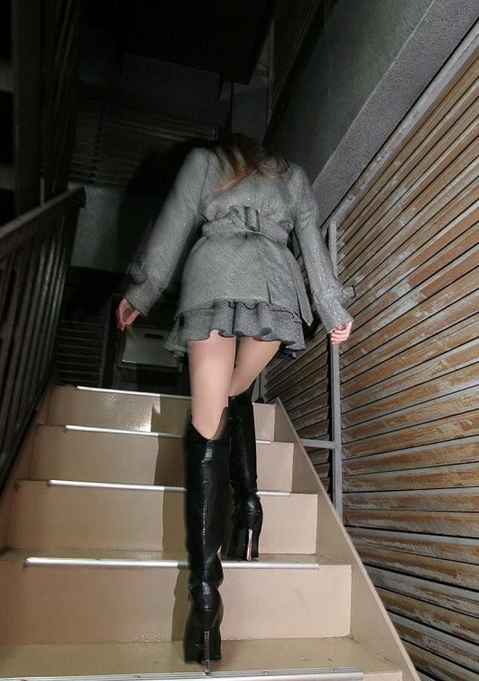【美脚エロ画像】寒くても生脚の大人はいる!ブーツで絶対領域作った皆さんwww 29
