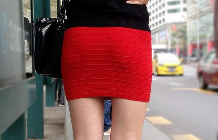 【着尻エロ画像】大きくて揺れるから注目w隠せないタイト姿の街角女尻www 001
