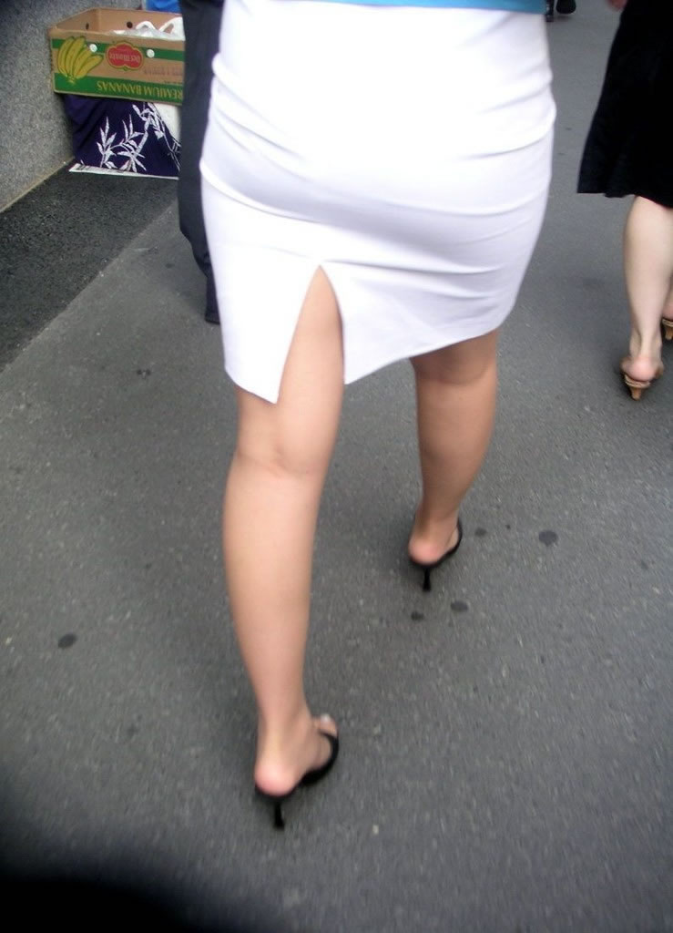 【着尻エロ画像】大きくて揺れるから注目w隠せないタイト姿の街角女尻www 04