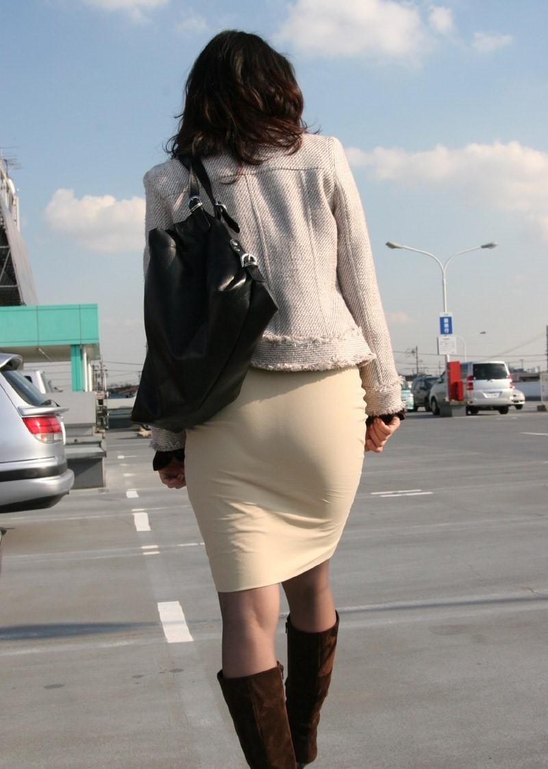 【着尻エロ画像】大きくて揺れるから注目w隠せないタイト姿の街角女尻www 11
