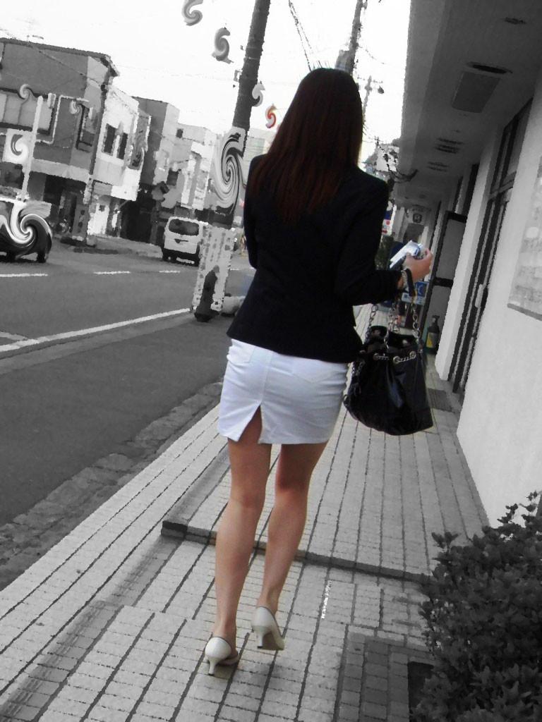 【着尻エロ画像】大きくて揺れるから注目w隠せないタイト姿の街角女尻www 12