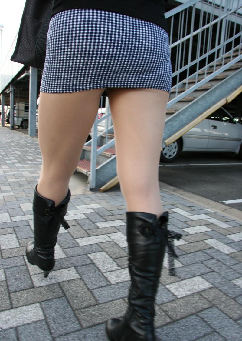 【着尻エロ画像】大きくて揺れるから注目w隠せないタイト姿の街角女尻www 13