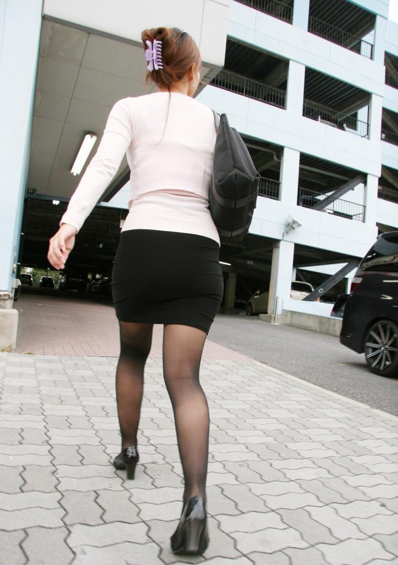 【着尻エロ画像】大きくて揺れるから注目w隠せないタイト姿の街角女尻www 18