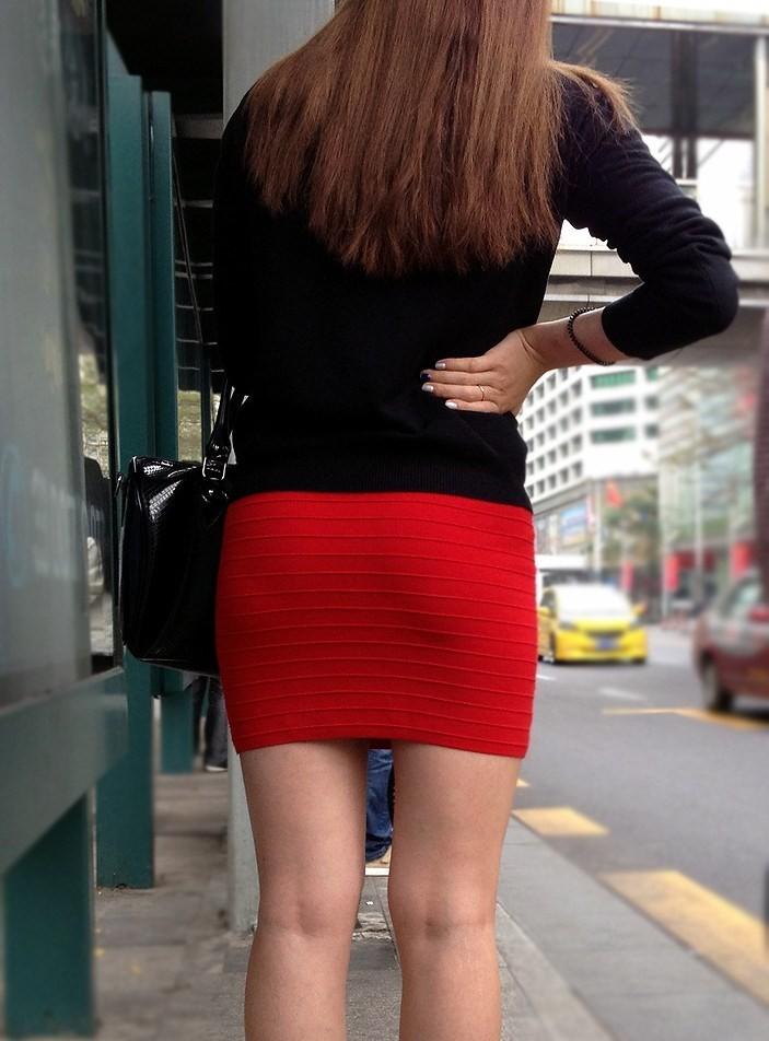 【着尻エロ画像】大きくて揺れるから注目w隠せないタイト姿の街角女尻www 20