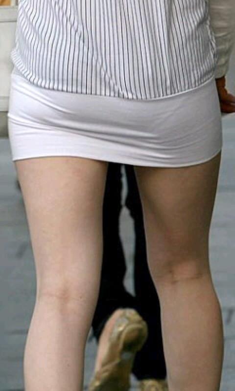 【着尻エロ画像】大きくて揺れるから注目w隠せないタイト姿の街角女尻www 21