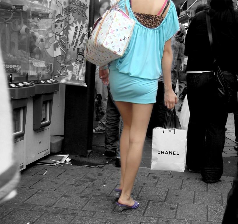 【着尻エロ画像】大きくて揺れるから注目w隠せないタイト姿の街角女尻www 27
