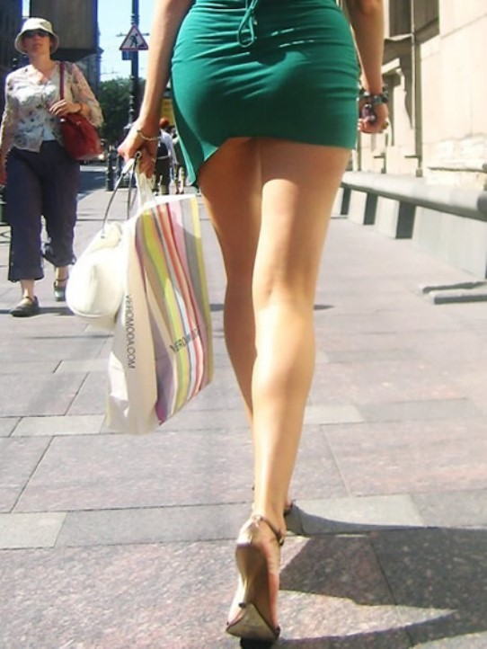 【着尻エロ画像】大きくて揺れるから注目w隠せないタイト姿の街角女尻www 28