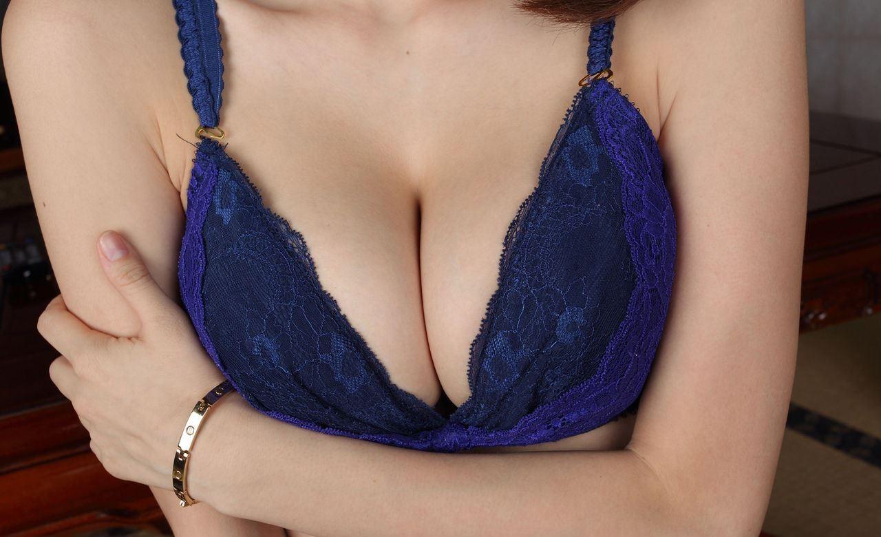【巨乳エロ画像】脱がす前から圧倒的!豊乳な美女の極上谷間の誘惑www 03
