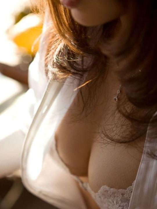 【巨乳エロ画像】脱がす前から圧倒的!豊乳な美女の極上谷間の誘惑www 10