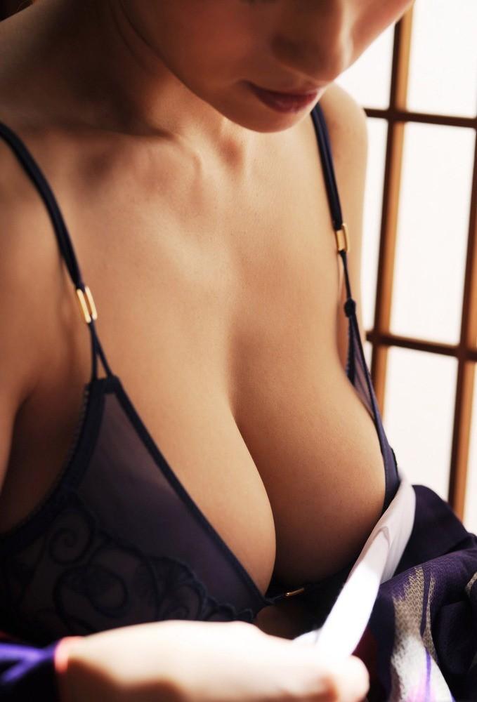 【巨乳エロ画像】脱がす前から圧倒的!豊乳な美女の極上谷間の誘惑www 14