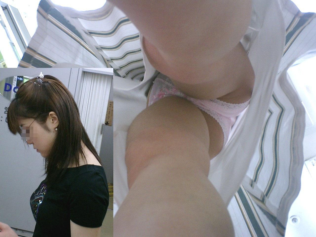 【パンチラエロ画像】大股で立つから…真下より股間の全貌暴く逆さ撮りwww 16