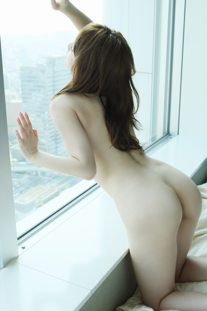 【美尻エロ画像】綺麗だけど…痕跡をつけてやりたくなるまん丸美尻www 25