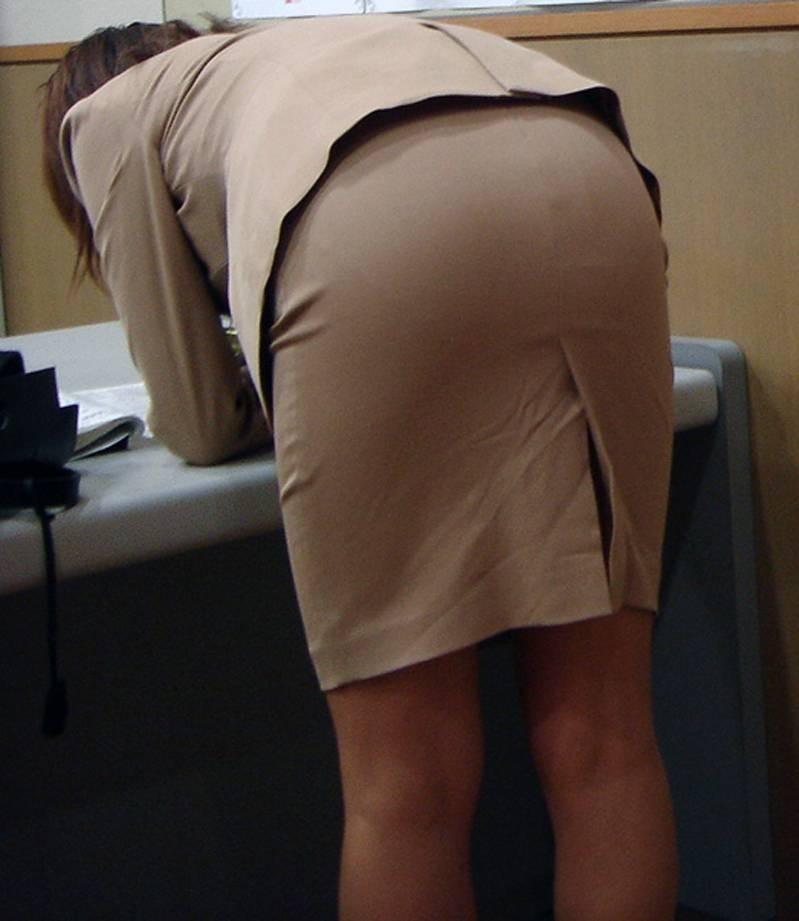 【OLエロ画像】見るだけならセクハラじゃないwOLの下半身チラリズム誘惑www 13