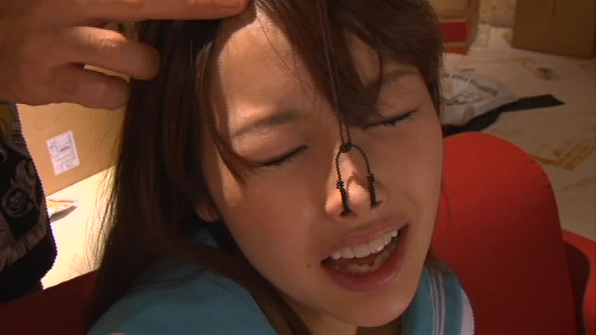 【SMエロ画像】ここまでされても可愛さ残る人もいるw屈辱の鼻フック責めwww 06