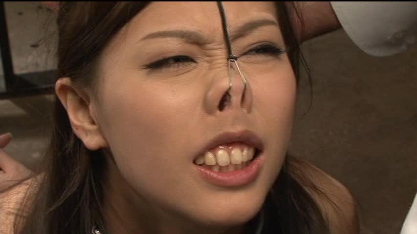 【SMエロ画像】ここまでされても可愛さ残る人もいるw屈辱の鼻フック責めwww 10