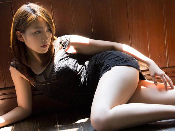 吉川友(23)の大人ビューティーな生脚。画像×22