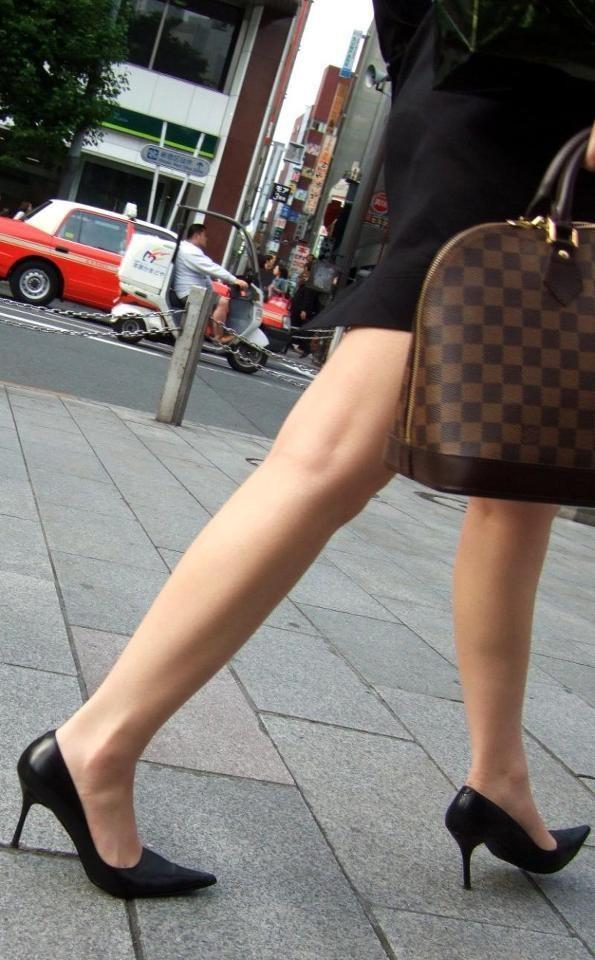 【美脚エロ画像】舐めた事ある人いる?窪みが気になる美脚のひざ裏www 03