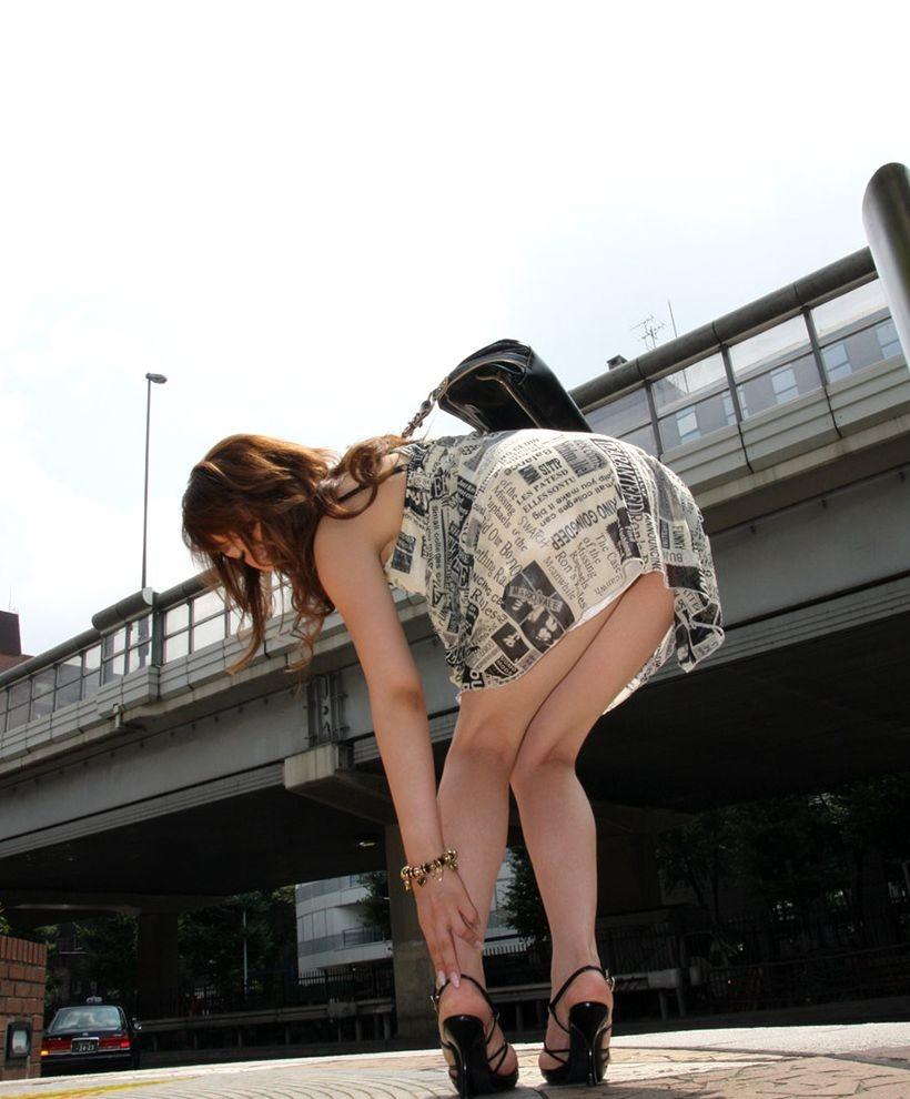【美脚エロ画像】舐めた事ある人いる?窪みが気になる美脚のひざ裏www 04