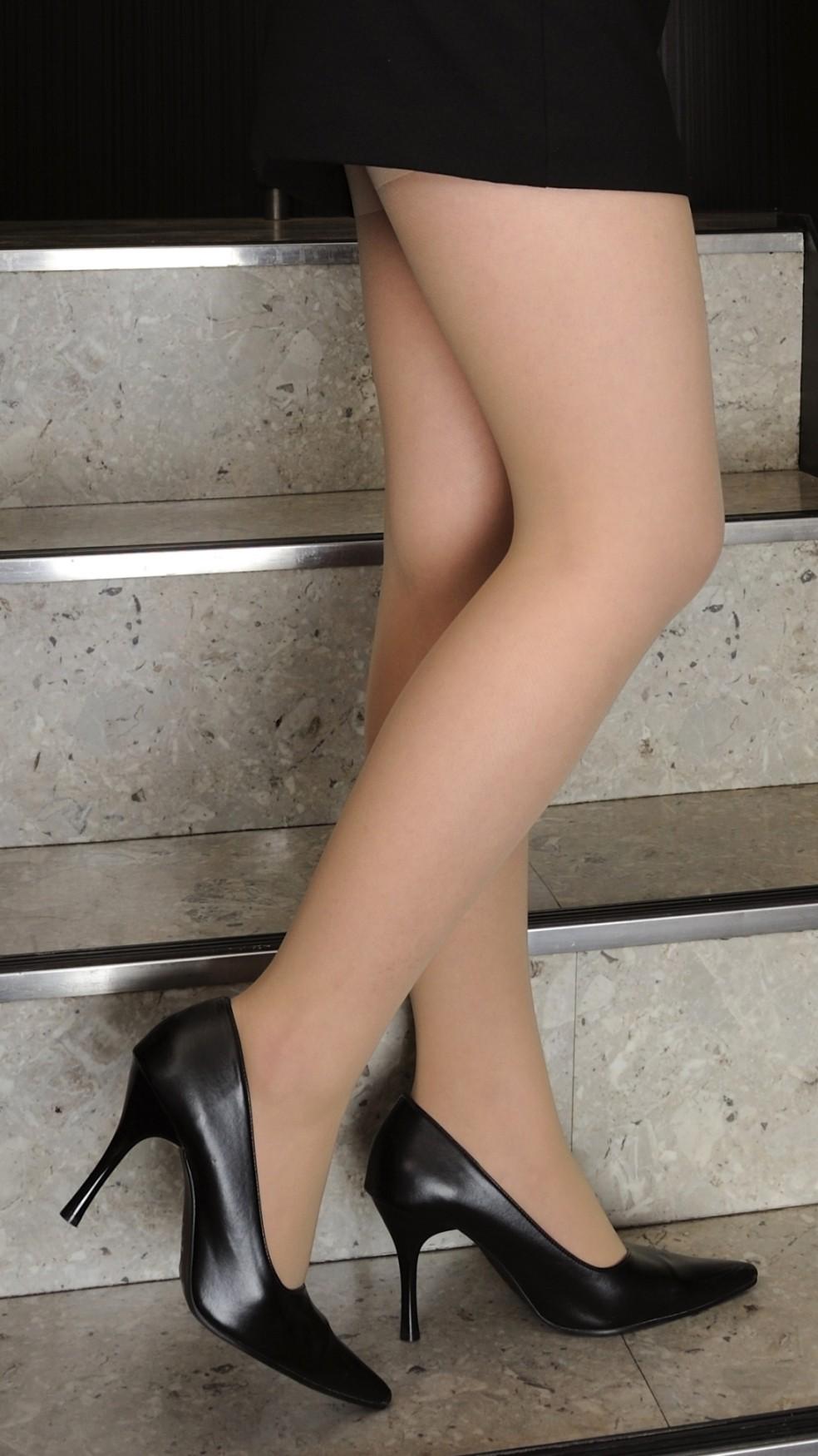 【美脚エロ画像】舐めた事ある人いる?窪みが気になる美脚のひざ裏www 08