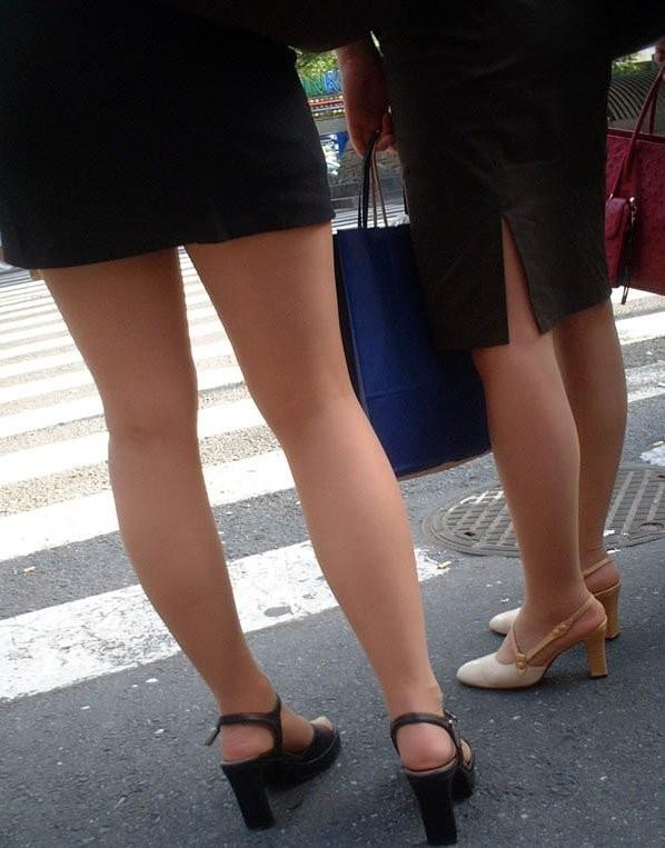 【美脚エロ画像】舐めた事ある人いる?窪みが気になる美脚のひざ裏www 24